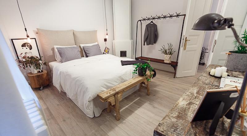 Poem Boem apartment bedroom layout