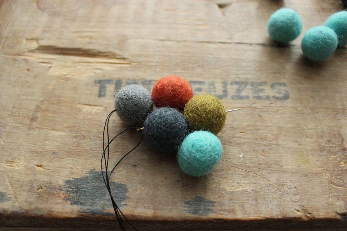 Pull the strung balls