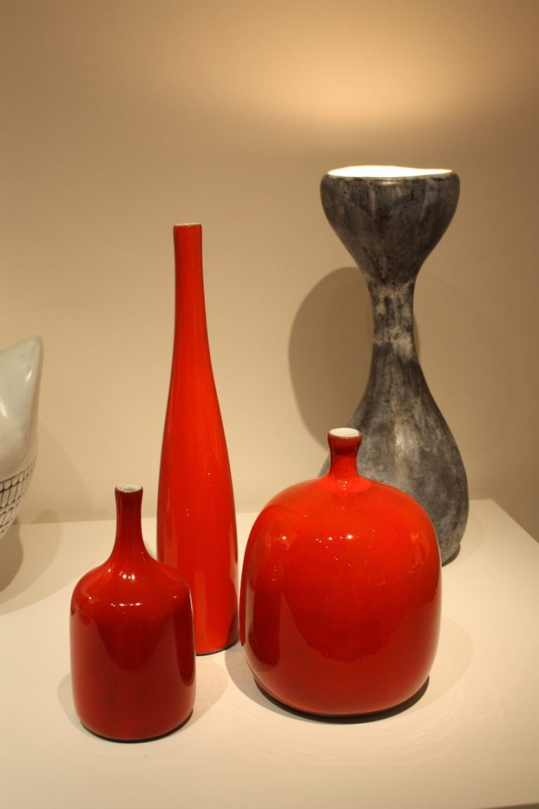 Red vases from the Thomas Fritsch Gallery