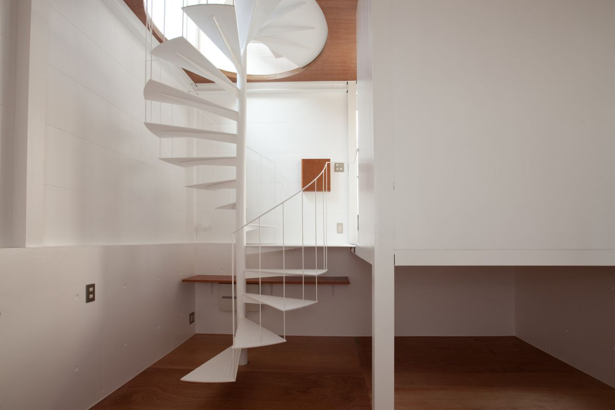 Small tower house in Tokyo interior spiral stair