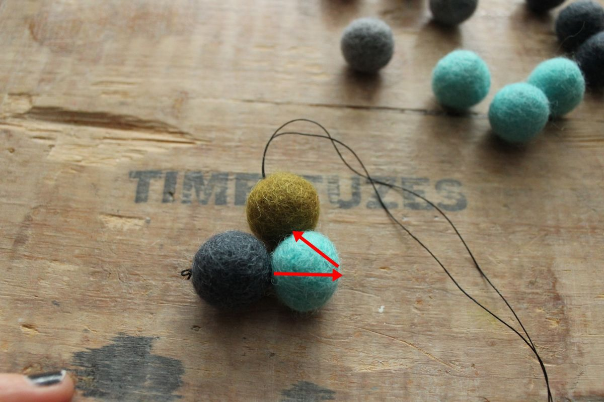 Thread on the next felt ball