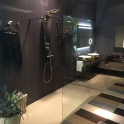 Walk In Showers: Great Design Cleans Up Nice