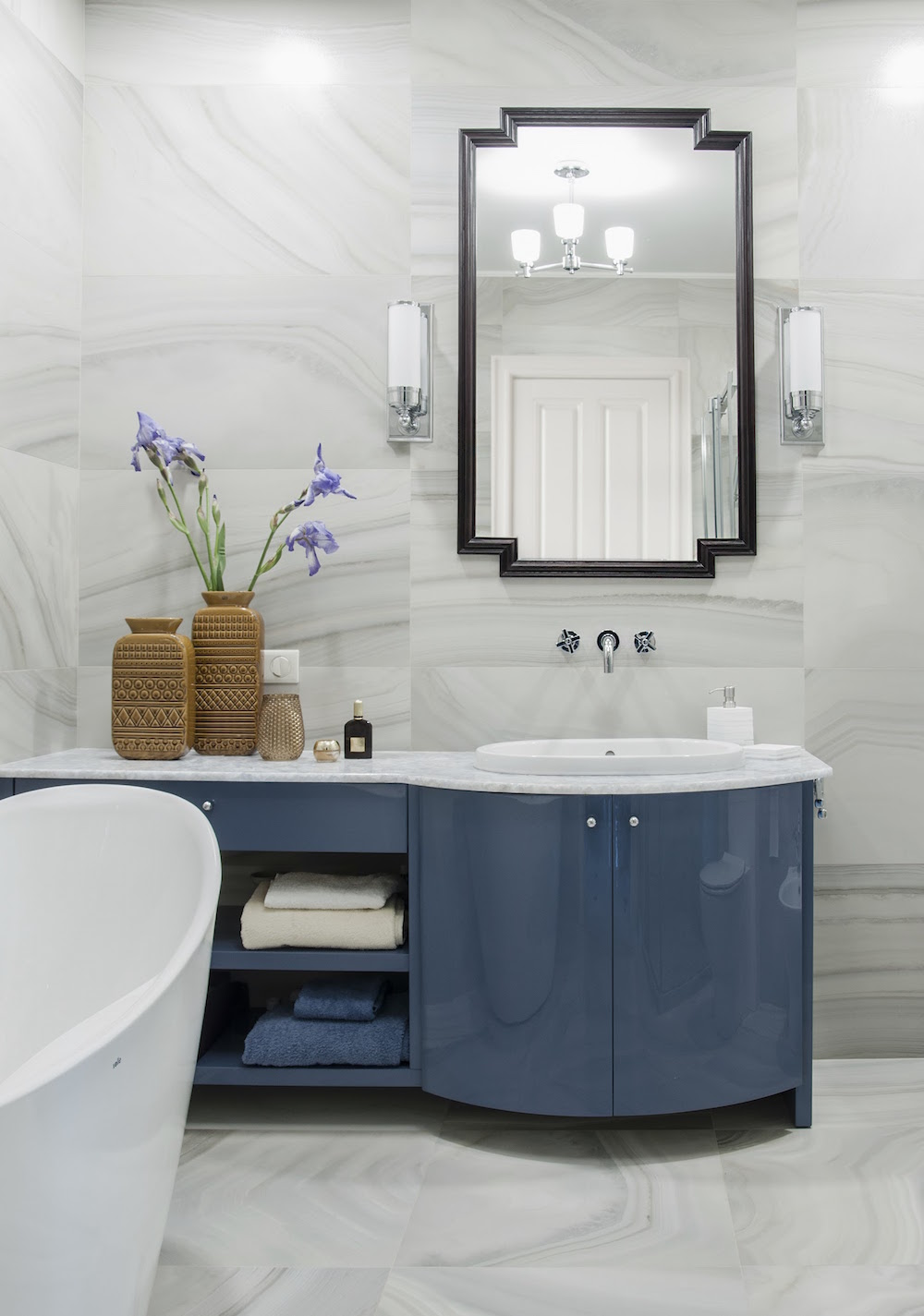 Art decor apartment bathroom vanity