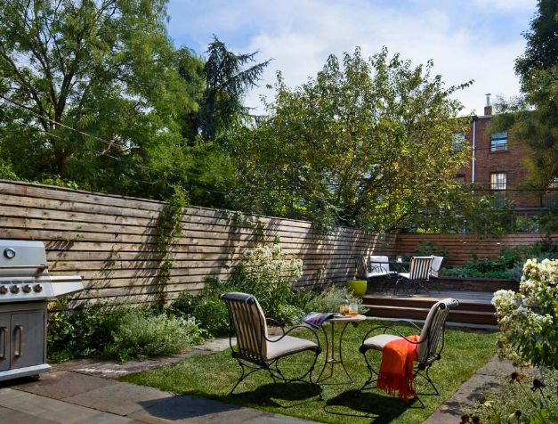 Backyard design with wood fence for privacy
