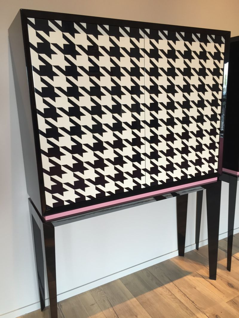 Black and white pattern on cabinet