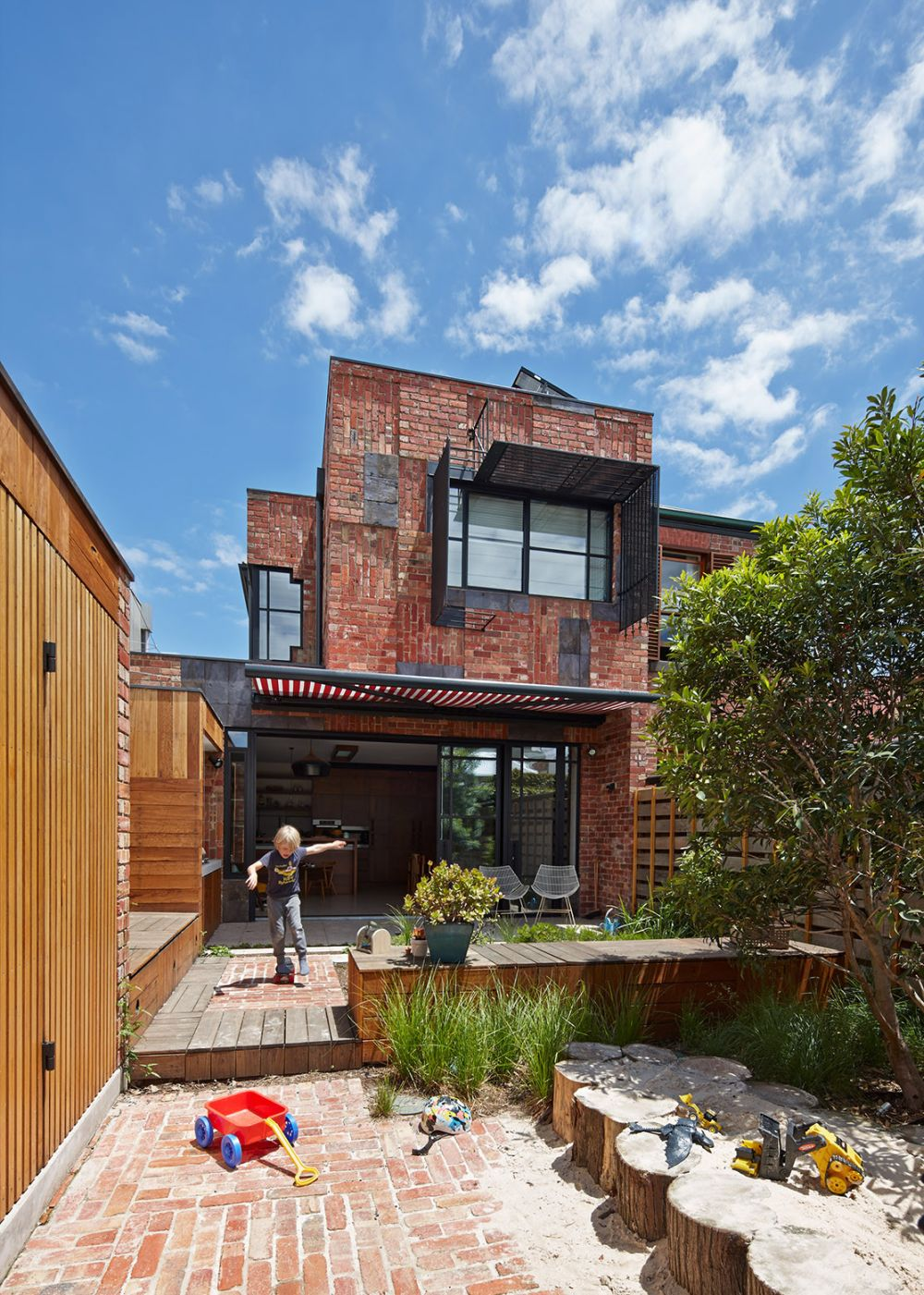 Brick Facade Cubo House in Australia