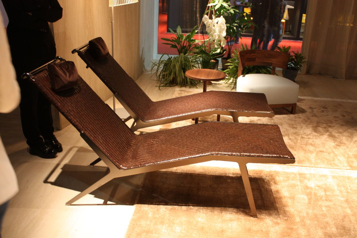 Brown leather lounge chairs design