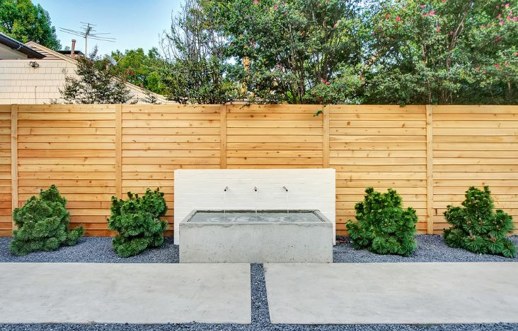 Gentil Contemporary Horizontal Wood Fence