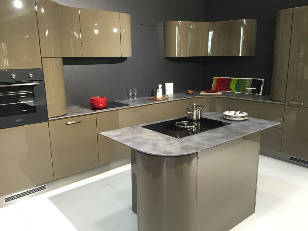 Green shade lacquered kitchen design with sleek curved lines