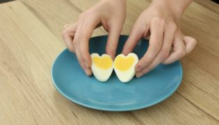 Super Cute Heart Shaped Hard-Boiled Eggs