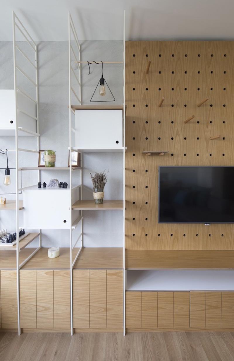 Kiev Levent apartment flexible shelves