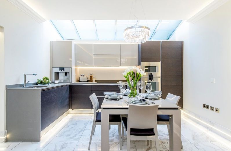 Merveilleux L Shaped Kitchen With Clean Marble Floor