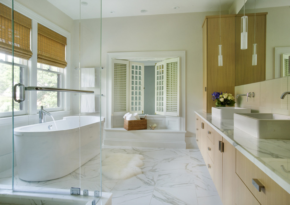 Large Bathroom With Marble Floor
