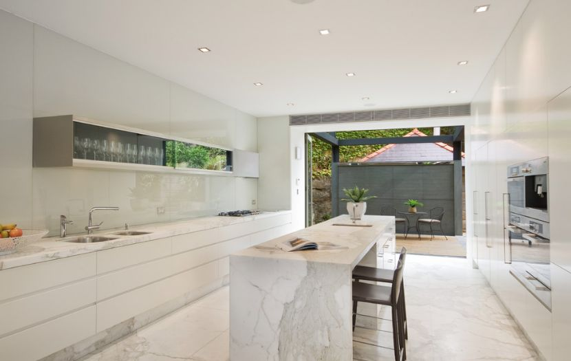 Merveilleux Marble Floor And Kitchen Island
