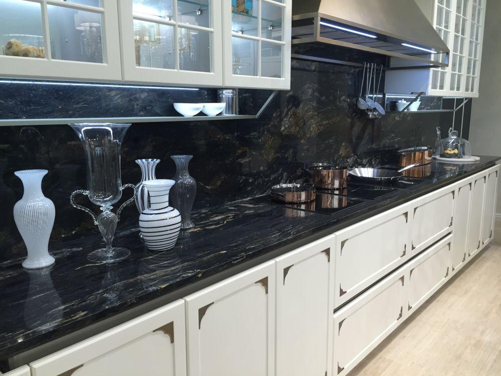 Marble kitchen countertop and bcksplash