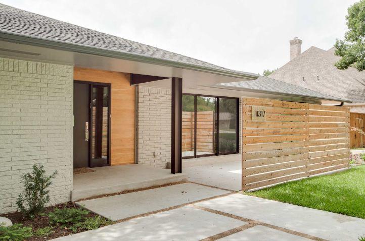 Modernity of a horizontal wood fence