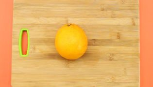 How To Peel An Orange In An Easy Way