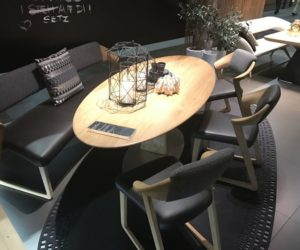 Oval Dining Table Designs – A Symbol Of Versatility And Sophistication