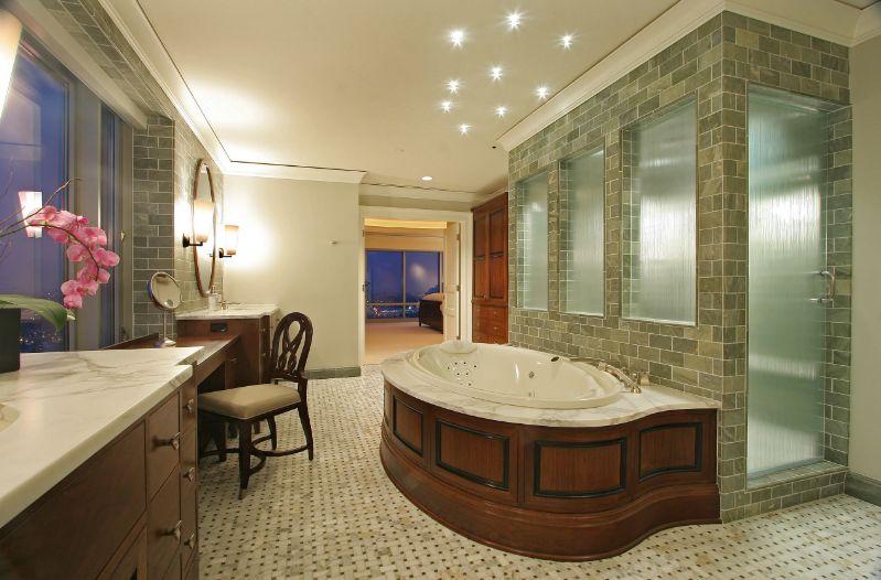 Semi Private Cabin Shower With Rain Glass