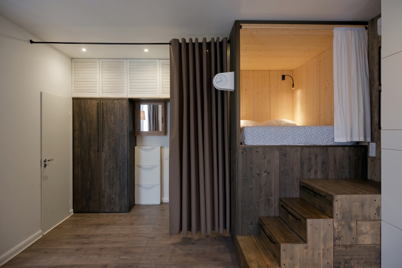 Small Moscow flat curtain divider