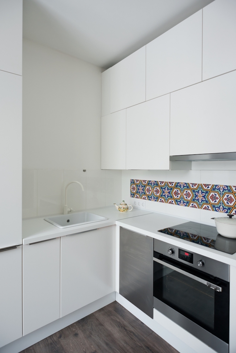 Small Moscow flat kitchen patterned backsplash