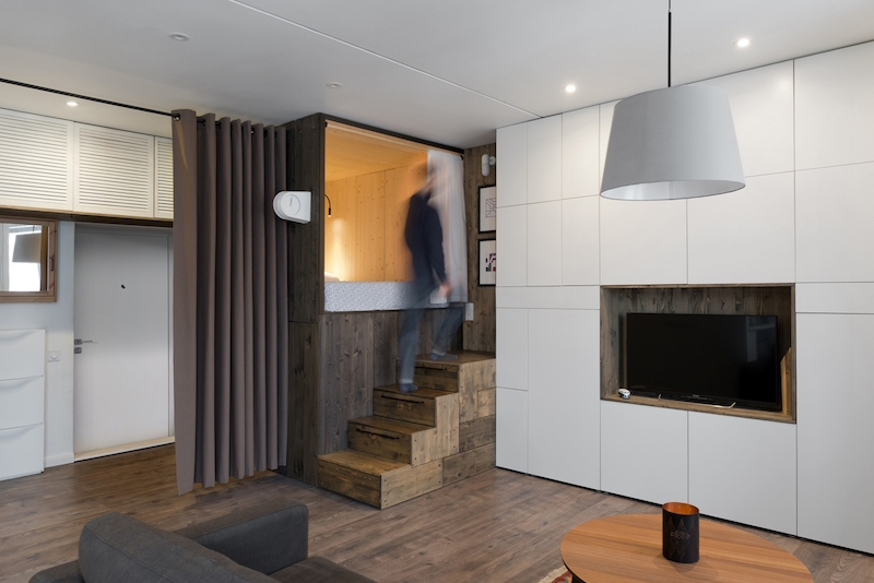 Small Moscow flat stairs and curtain