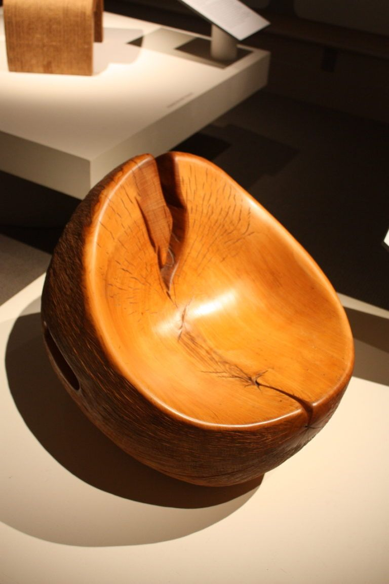 The style and finishing techniques highlight the grain of the wood and the beauty of the imperfections.