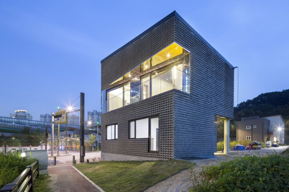 The Scale-ing House in South Korea Building
