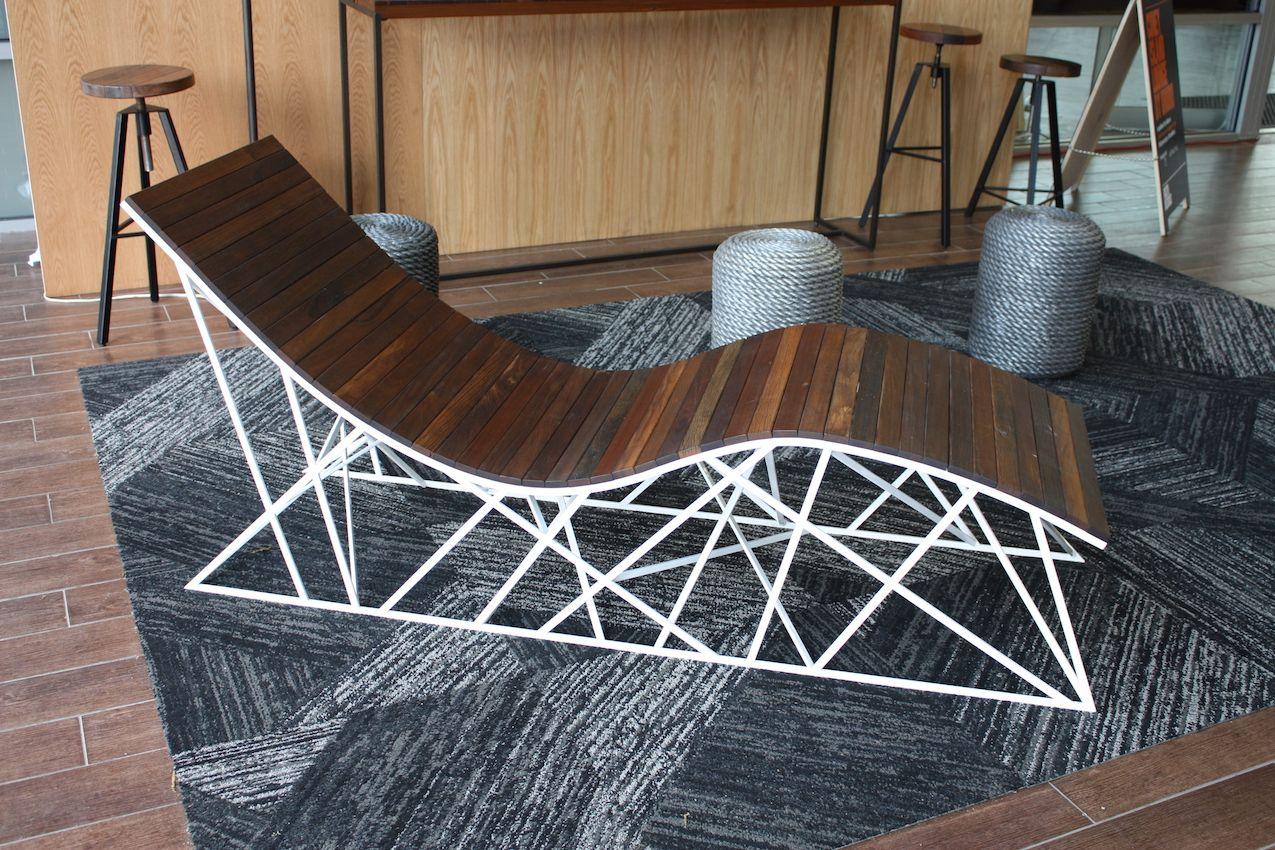 Uhuru lounge