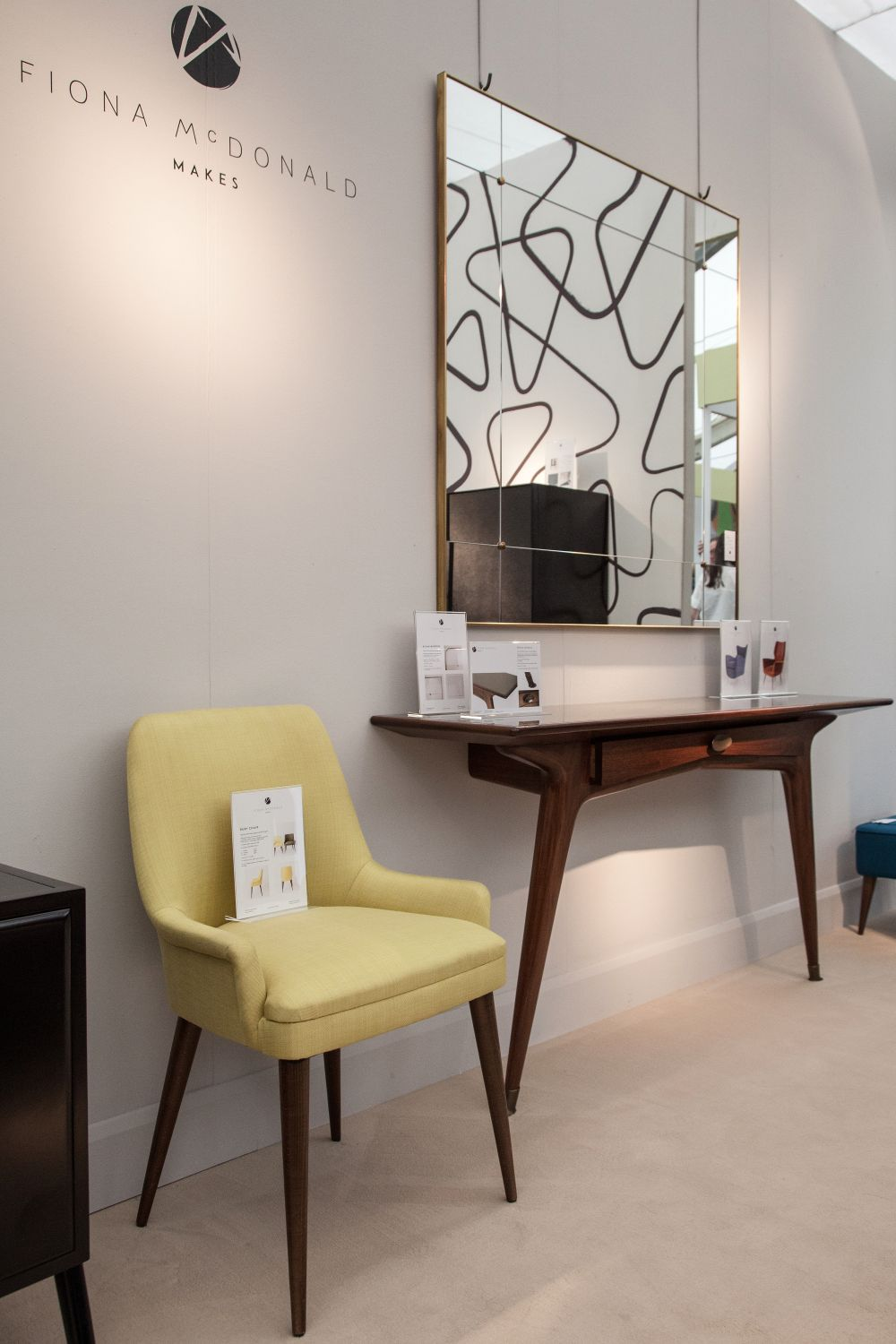 A Narrow Console Table – The Missing Link In Your Home Decor
