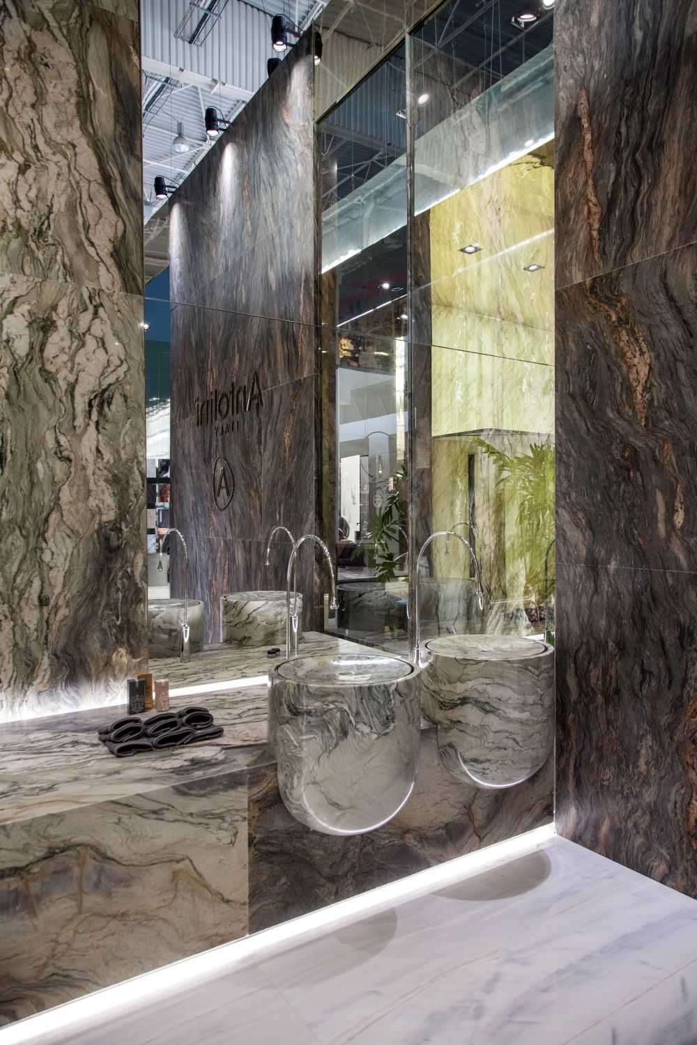 This is a luxurious bathroom setup which takes full advantage of the lighting and the mirrored surfaces