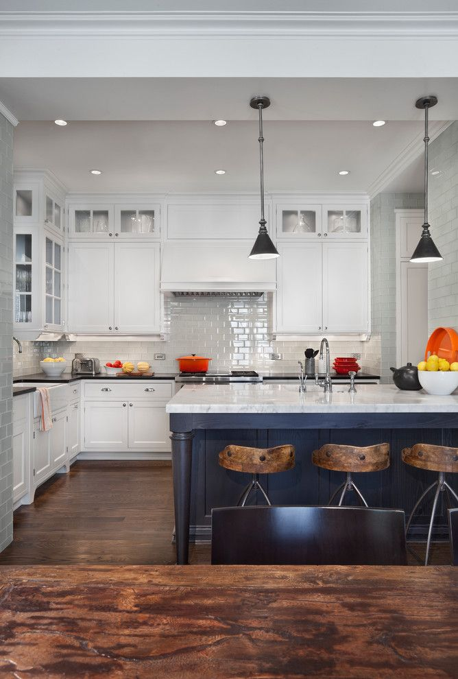 Layouts that reveal the advantages of having a kitchen for Peninsula kitchen designs