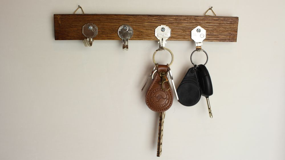 DIY old keys and wood key holder