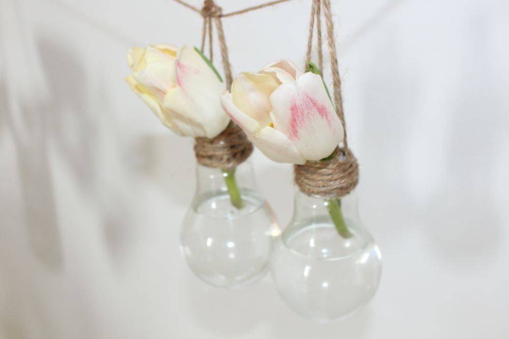 Homedit & DIY a Hanging Vase from a Light Bulb