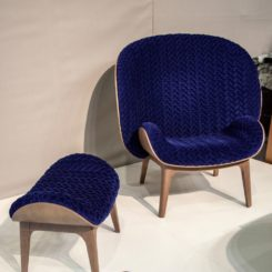Fauteuil HUG blue small chair with ottoman