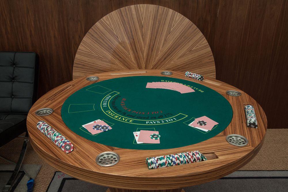 Geoffrey parker round game table