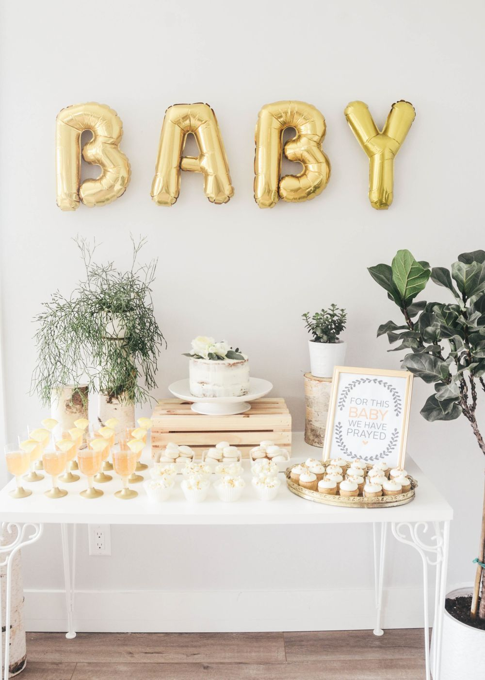 15 best baby shower d cor ideas for a memorable celebration for Baby shower wall decoration ideas