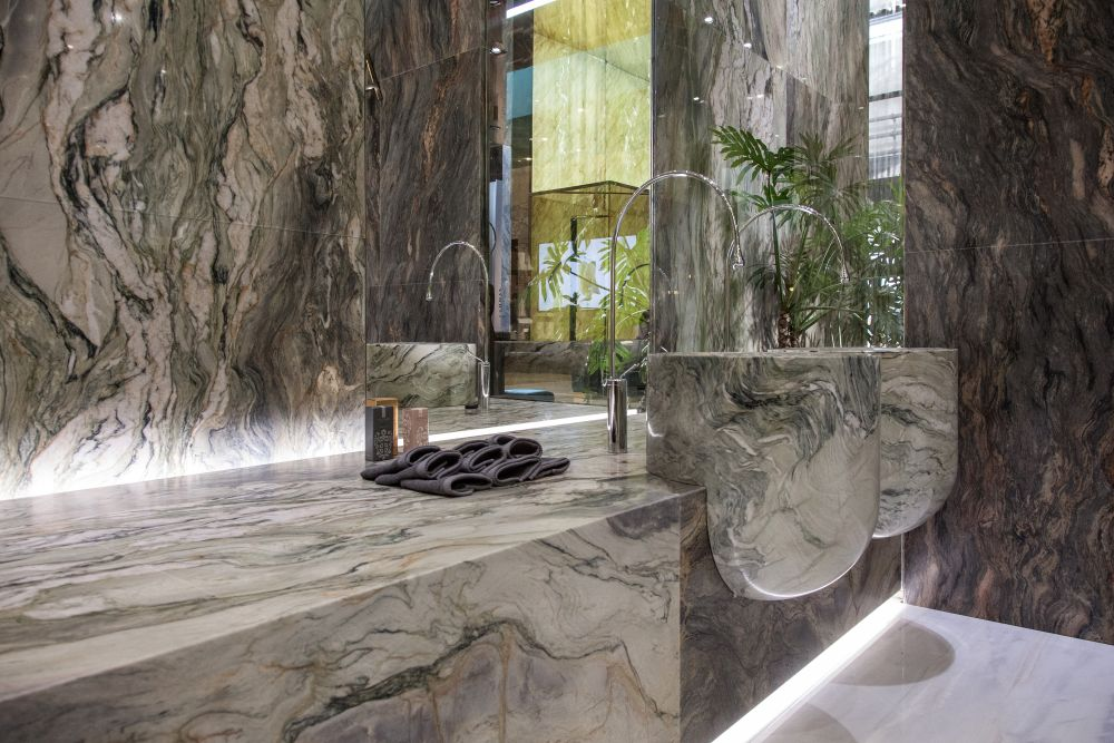 The veining here is extraordinary. It looks as if the vanity and sinks and painted with a huge brush