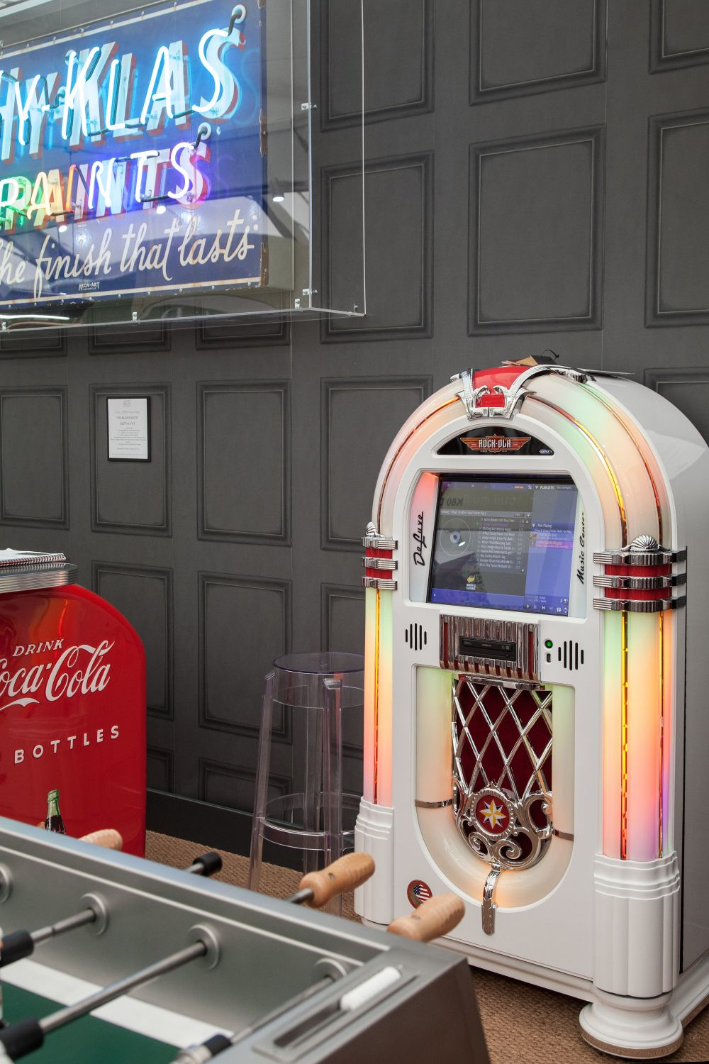 Vintage music machine for gaming room