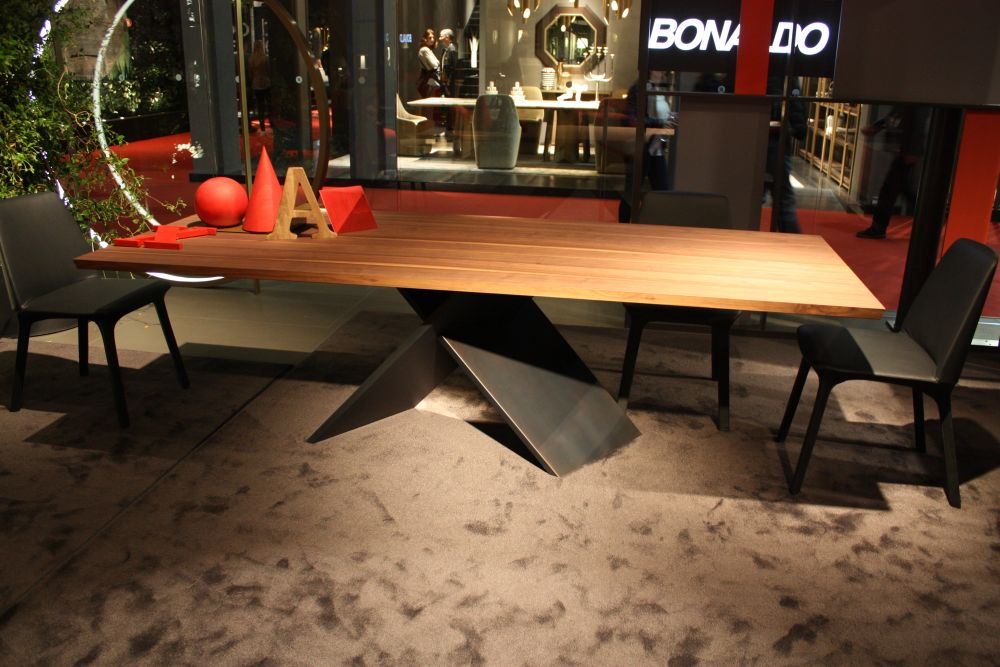 Designs That Make Metal Table Legs The Stars Of The Show