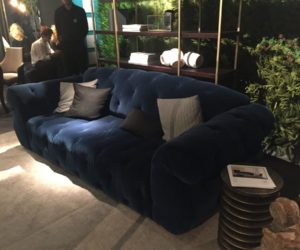 And Deep Tufting Made It Very Por Inspired A Lot Of Other Designs Created Over The Years Original Model Was Velvet Tufted Sofa With Lots