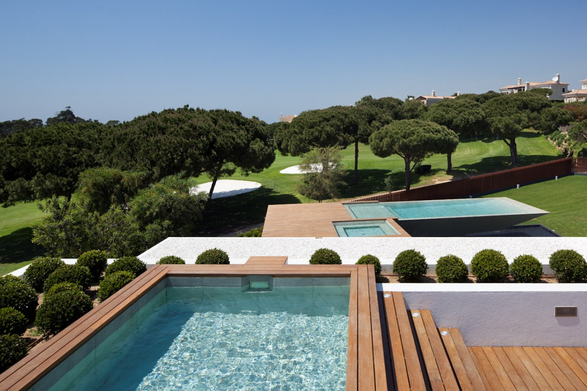 Cantilevered pool designs do the views justice in for Pool design villa
