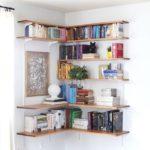 How to organize corner shelves