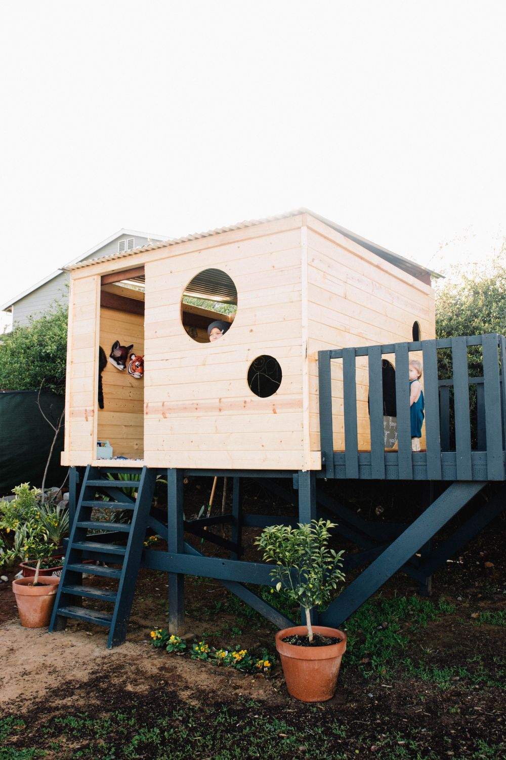 15 modern playhouses for cheerful backyards