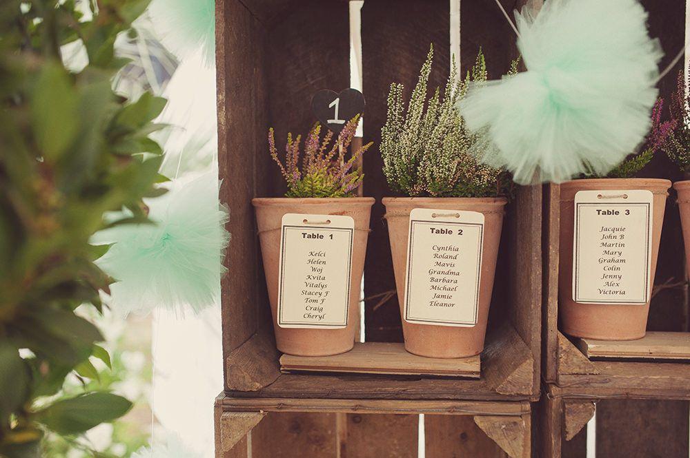 Use maceteros y hierbas como piezas de exhibición.