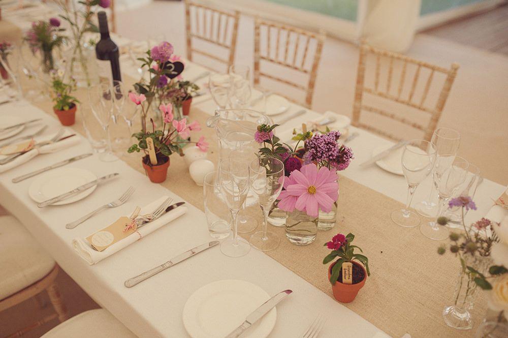 Opte por una mesa simple y elegante