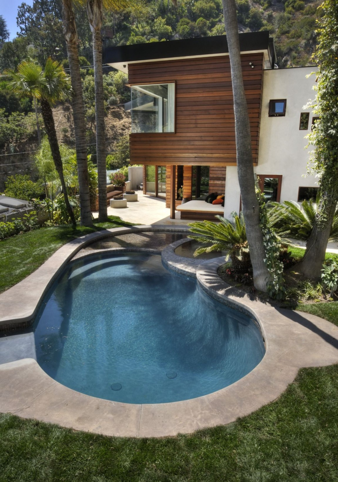houses with cozy quiet and relaxing backyard pools