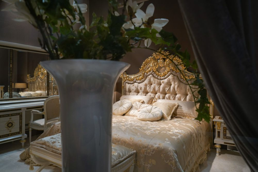 Sensational Baroque Rococo Style Make For A Luxury Bedroom Home Interior And Landscaping Eliaenasavecom