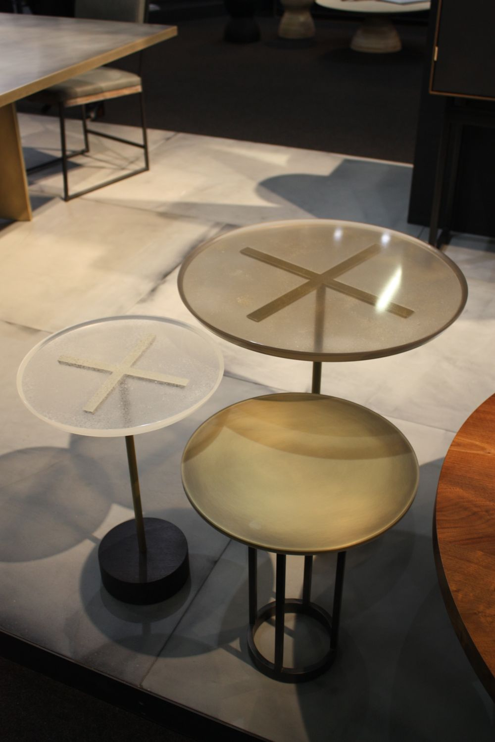 X marka the spot - in this case the center of the table's glass top