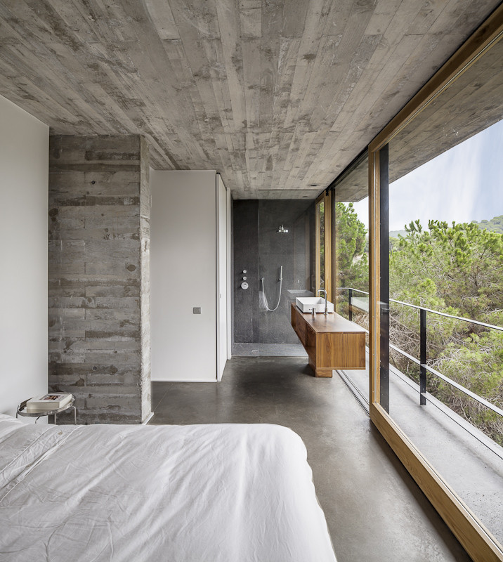 FloortoCeiling Windows Used To Full Potential To Highlight Great Views Gorgeous Windows For Bedroom Exterior Design